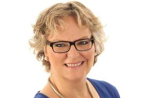 Lachyogatrainerin Annette Leßmann